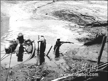 新疆客户的沉淀池,蓄水池泥沙清淤方案